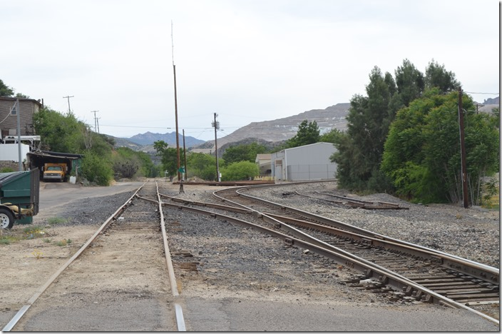 Looking southwest toward the end of the line. Diverging to the right is the yard lead and presumably the industry owned track up to their operations. AZER junction with F-M. Miami AZ.