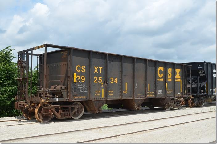 CSX hopper 292534 has a load limit of 226,200 and a volume of 2197 cubic feet. It was built 04-1981. Bad ordered at Carey OH 06-18-2015. Rebuilt from standard hopper car 350936, capacity 3350 cubic feet. CSX rebuilt over 1000 hoppers this way.