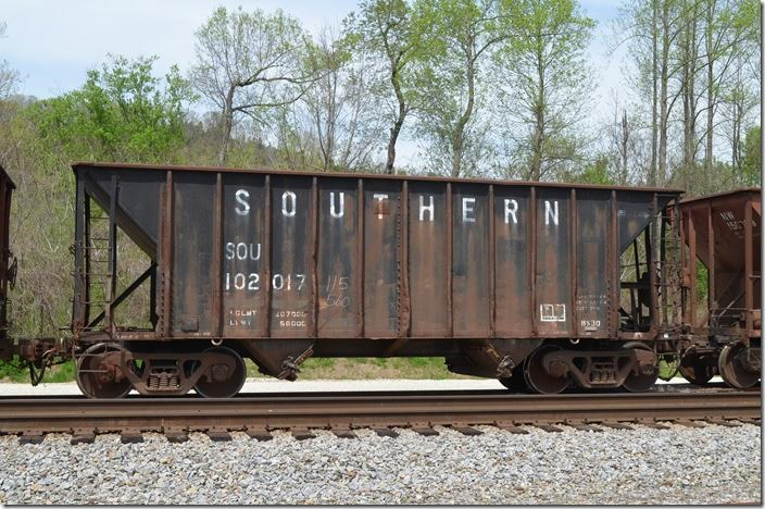 SOU hopper 102017 was built 1976 and has a volume of 2100 cubic feet. Prichard WV. 04-18-2014.