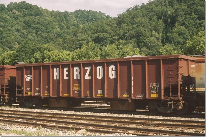 Herzog Contracting ballast hopper 9197 at Shelby on 06-22-2013. Load limit 189,000, volume 2,430 cubic feet. Built 08-1989.