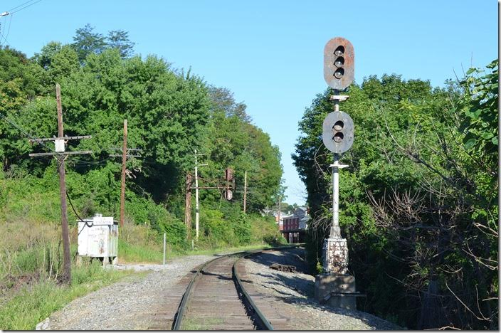 Unfortunately the westbound signal was never green!!! Buckingham Branch wb signal. Staunton.