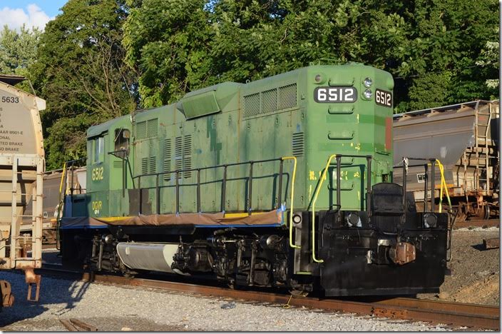 D&GV evidently uses this GP9 that probably from Kanawha River Terminals. The number suggests that it is ex-B&O. DGVR GP9 6512. Staunton.
