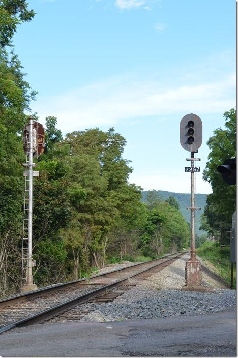 Same signals looking west. Former CSX North Mountain SD nee C&O Mountain SD. Buckingham Branch eb signal. Swoope.