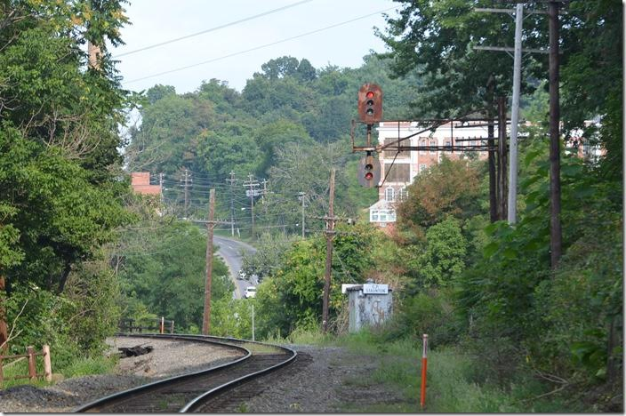Eastbound signal at Staunton station. The cantilever is (or was) identical to the one at the east end of Afton. Buckingham Branch eb signal. Staunton.
