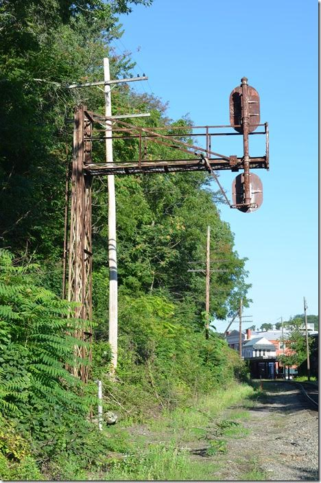 Back side of same signal on 07-31-2015. I wish I knew when these were erected. Buckingham Branch eb signal. Staunton.