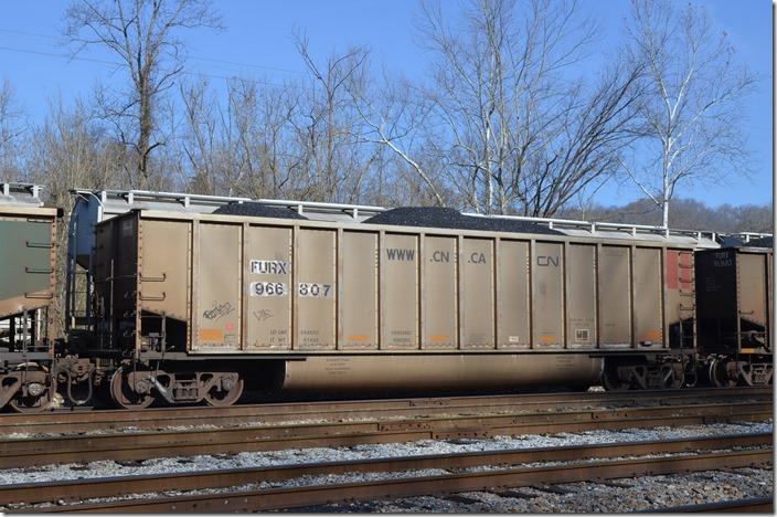 FURX tub 966807 was built at Freight Car America's Danville IL plant in 09-2005. Shelby KY.
