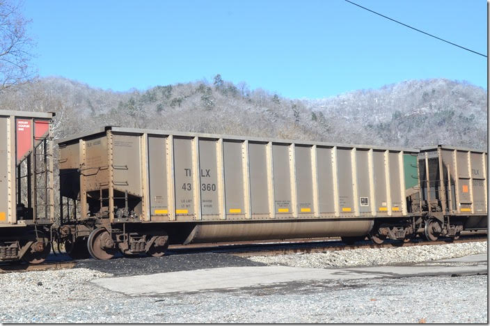 Trinity Industries Inc. (TILX) gon 43360 arriving Shelby KY today, 12-11-2018. It has escaped the graffiti artists! Same dimensions as 42722 below.