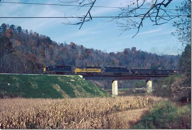 C&O 7421-7421-7428 on w/b Coal Run Shifter at mouth of Millers Creek starting up grade to tunnel. 10-1979. Coal Run SD.