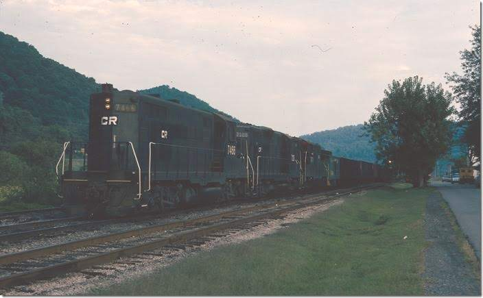 CR GP9 7466 with 7126-7471 switching at the west end of Dickenson Yard.