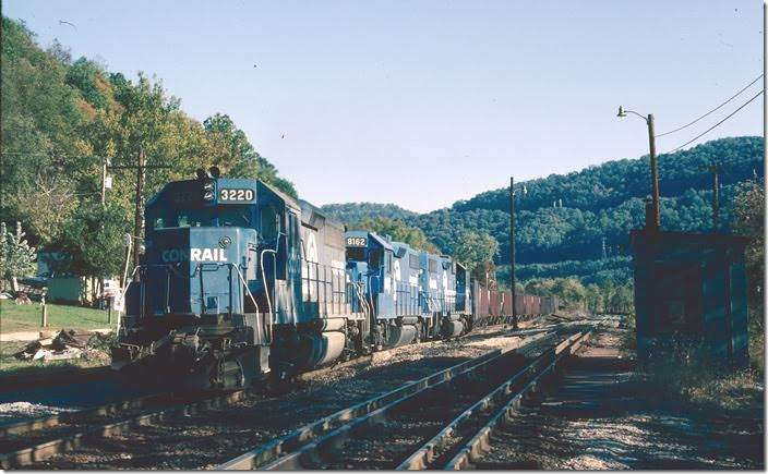 CR GP40-2 3220 with 8162-8118 arrives Dickenson Yard from Cornelia with 76 loads/1 empty.