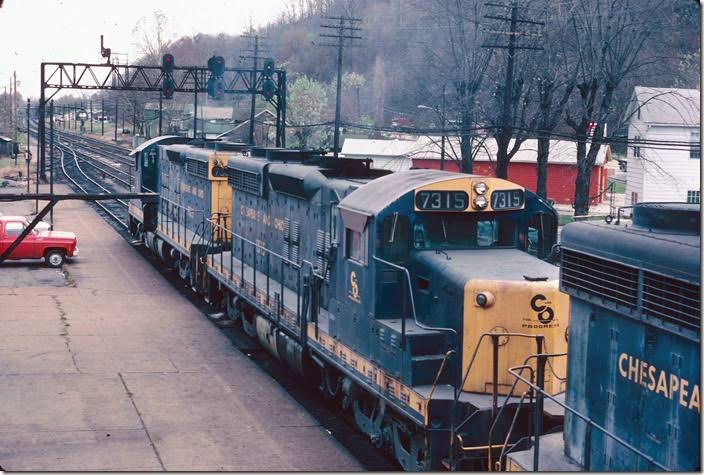 The coal hump SD18s pull by. RU Cabin.