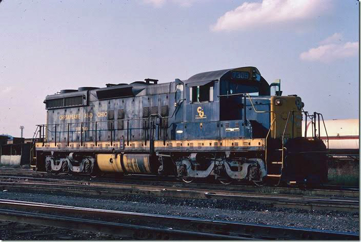 7309 waits for a yard crew at the eastbound yard. 08-27-1977. Russell '76-77.