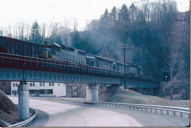 CRR 3006-200-800-2005 cross the 2nd McClure bridge and head into Short Branch Tunnel at Riverside VA (near Clinchco). 04-02-1978.