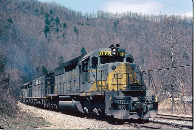 CRR 3006-200-800-2005 s/b #26 approaching south end of Allen passing siding near McClure VA. 04-02-1978.