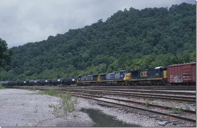CSX Q697 arrives Shelby with 76 cars behind 425-164-5965. 7-22-12.