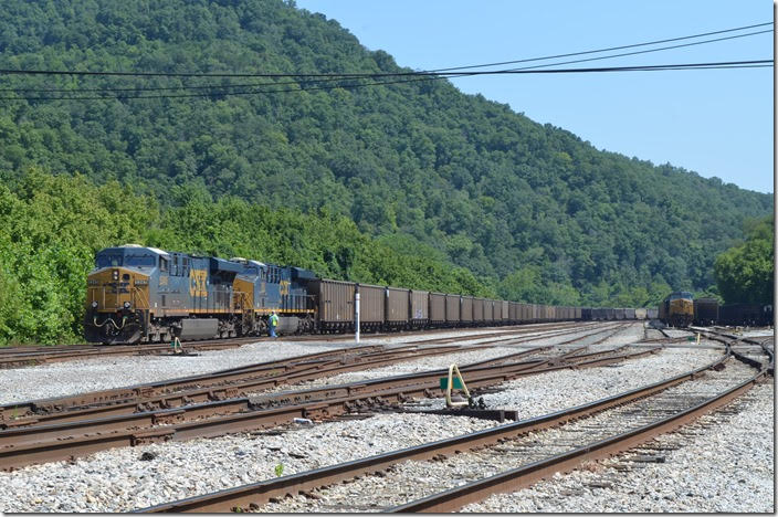 The crew checks DPU units CSX 5345-993 on the rear of s/b N312-03 before departing Shelby on Sunday, 08-05-2018. Shelby KY.