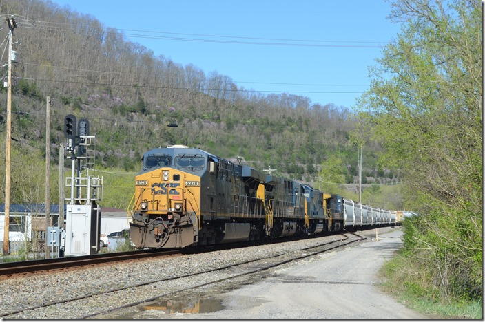 Q692 with CSX 5378-527-4544-372 passes the block signal at Betsy Layne KY on 04-03-2020.