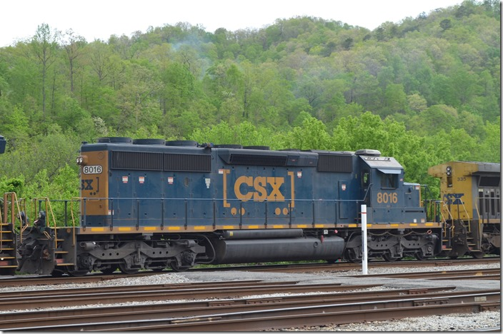 CSX SD40-2 8016 has been retro-equipped with an air conditioner. Shelby KY.