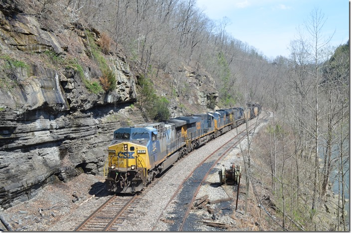 C870-28 approaches the inactive Collco tipple south of Haysi VA. CSX 347-3162-3298-483. 03-28-2020.