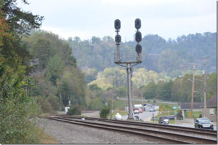 I guess the dispatcher can line up anything he wants if there are no opposing meets. Q697 is free to do his thing at the West End of Pauley. I head in the house to watch the NFL. CSX signal WE Pauley KY.