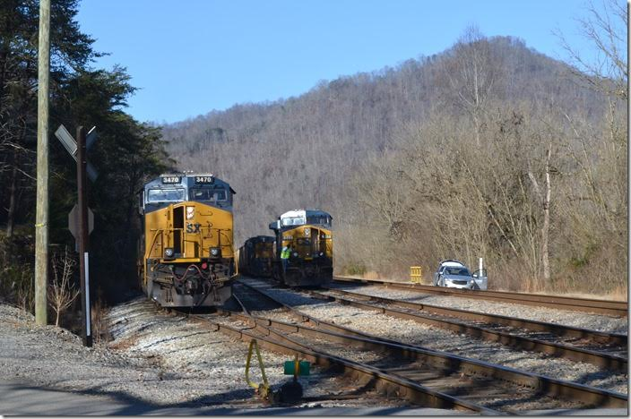 All ACs are evidently not set up for distributed power. The Russell crew had some re-arranging to do. CSX 3470 561. Shelby.