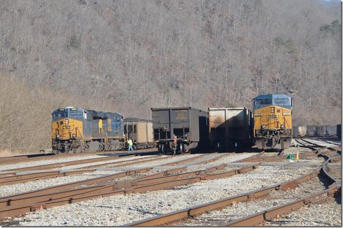 Back at the west end, the Russell crew couples up the DP units, and the outbound Kingsport crew conductor sets up the DP. CSX 980-561 285. Shelby.
