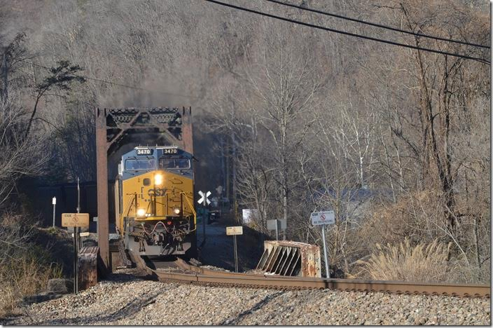 N760 makes a charge at Elkhorn City coming off the C&O onto the Clinchfield. The grade starts here! CSX 3470-426. Elkhorn City.