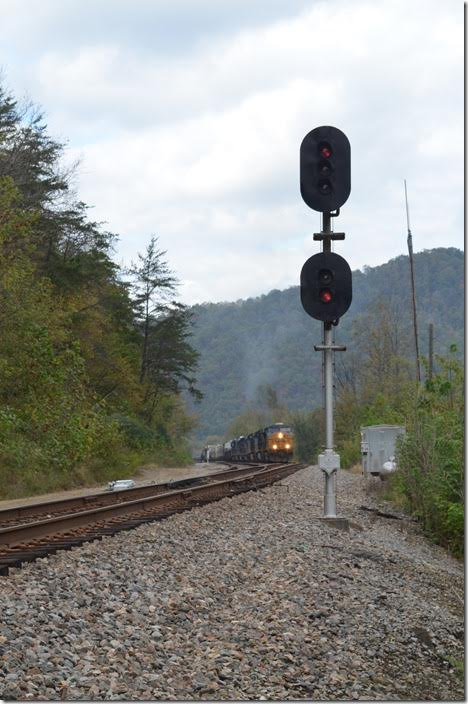 With a clear signal Q696 departs off the main. Where I'm standing is now the Kingsport SD and no longer the ex-C&O's Big Sandy. The Big Sandy now ends at this control point (Louisville Div.) and the Kingsport begins (Florence North Div.) CSX 5291. Shelby.