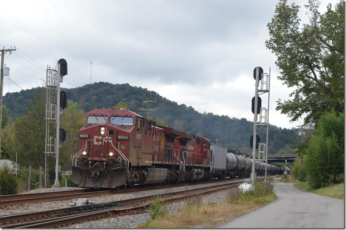 "CP 8603-9677 on w/b K446-11 passes Beaver Junction at Dwale KY on 10-13-2018. This day he had 96 empty tank cars and two buffers. At this signal Track 2 (the nearest track) becomes the ""Extension"" (fka Elkhorn & Beaver Valley SD) to Martin which is also CTC controlled."