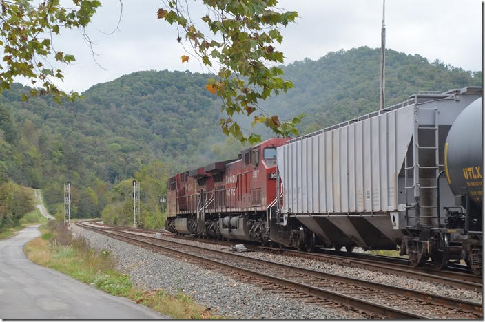 From these crossovers it is double track west to EM Cabin at Emma. CP 8603-9677. View 2. Beaver Jct KY.