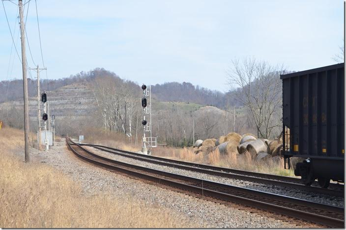 With the empty train in the siding Q692 gets a clear signal. CSX signals Big Sandy WE.