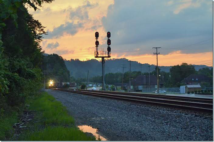 After a hiatus of almost two years CSX inaugurated daily freight train service again over the Big Sandy, Kingsport and Blue Ridge Subdivisions in July 2017. After a couple of X (extra) freights in the previous weeks e/b Q696 behind 3287 was a welcome sight on the evening of July 24th. The train had 86 cars. CSX 3287. WE Pauley.