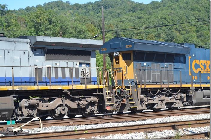New ET44AH 3298 has a much larger radiator area than the old C40-8W 7828. CSX 3298-7828. Shelby.
