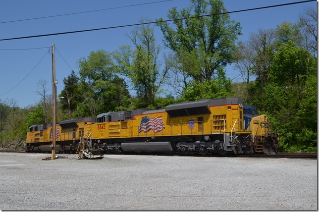 Parked on the ready track were UP SD70AH 8845 and SD70ACe 8600. These are probably in the current helper pool.