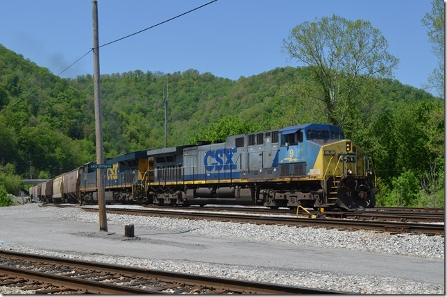 Eastbound grain train G640 arrives behind CSX 9 and 932. These were mostly CSX covered hoppers with a few lease cars.