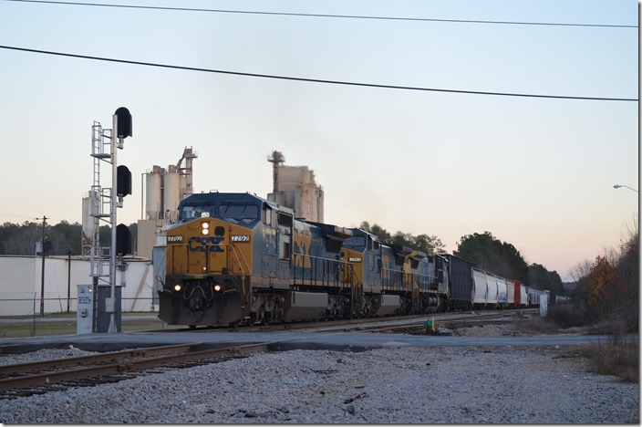 Q697-07 (Hamlet to Kingsport, TN) heads south with 104 cars behind CSX 7792-7813-7685. Regretfully this familiar freight no longer runs between Kingsport and Russell and by our house. Must have left most of the train at Charlotte, because it sure won't have that many cars when it gets to Kingsport! NE Lilesville NC.