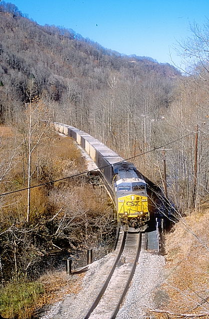 H837-18 nears the Rock Lick Mine.