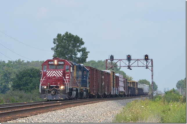 HLCX GP40 4225 and CSX GP40-2 6348 on e/b H792.