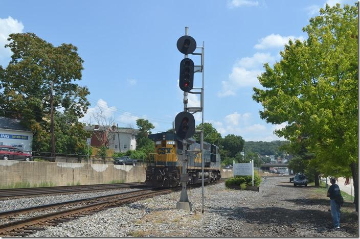 I think the engine proceeded east to the yard. This engine may have been a pusher. CSX 7331. Viaduct Jct. View 3.