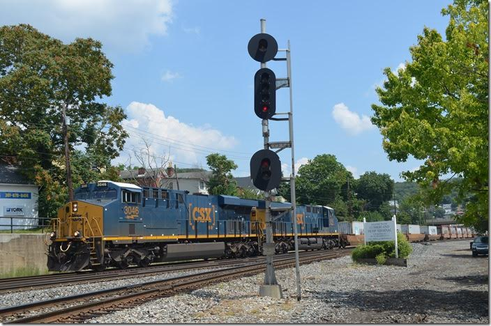 Q135-28 leaves town for New Castle PA with a fresh crew. CSX 3046-3143. Viaduct Jct.