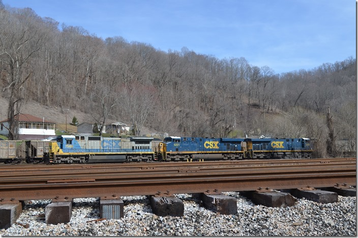 CSX 7569-5221-5322 Loyall - C826 backs to the engine terminal and shuts the engines down.