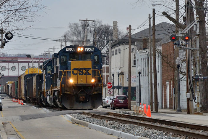 CSX 7508 coming down the middle of the street in Lawrenceburg IN. View 2.