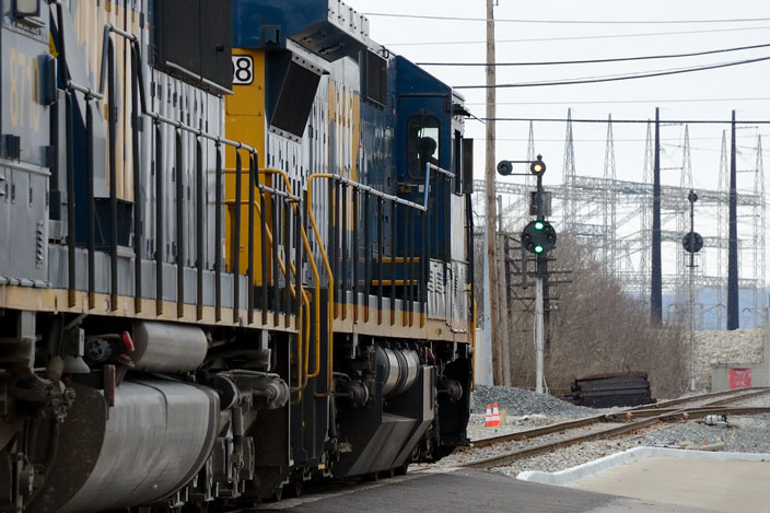 CSX 7508 coming down the middle of the street in Lawrenceburg IN. View 4.