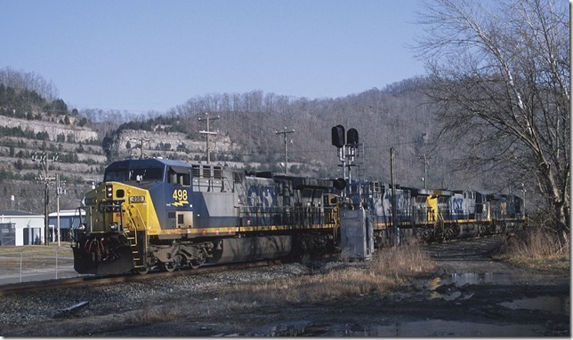 CSX 498 leads a 62-car Q697-13 westbound at Boldman.