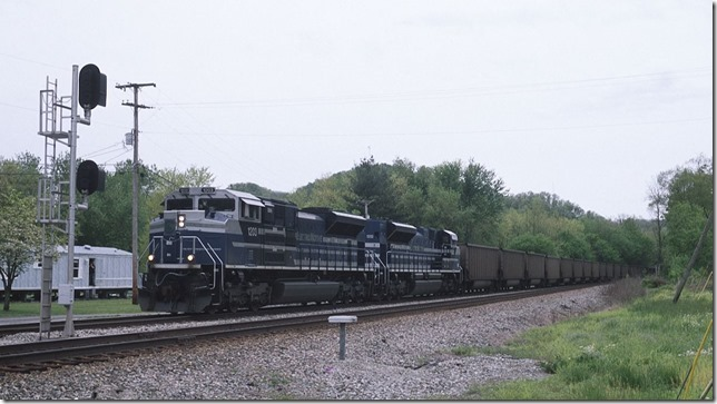E280 met an eastbound at Prestonsburg. Pulling out of the siding at Cliff.