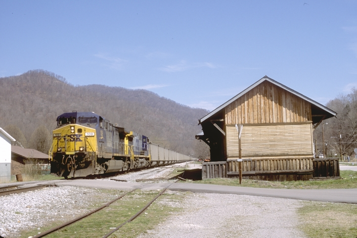 Here C821-21 passes the old L&N depot at Evarts.