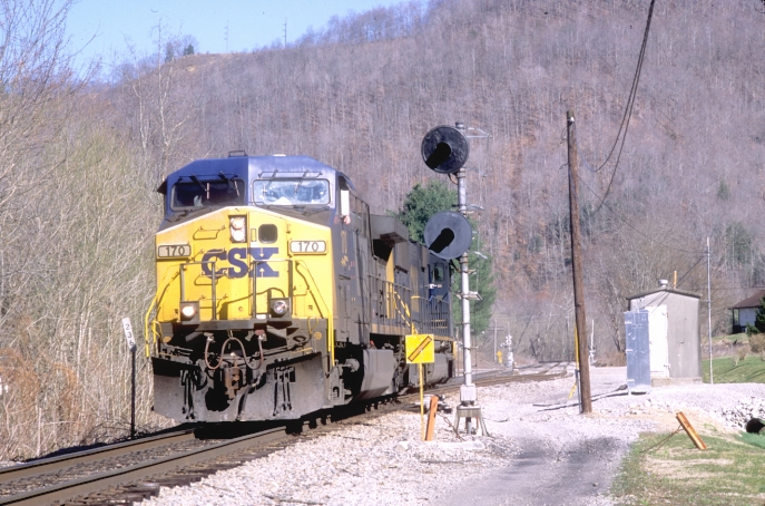 Soon CSX 170-4569 barreled by.  Unfortunately they didn't have a train!  The dispatcher said they would meet one train, but otherwise they would have a clear shot to Corbin.  Evidently CSX needed the engines and crew back in Corbin.