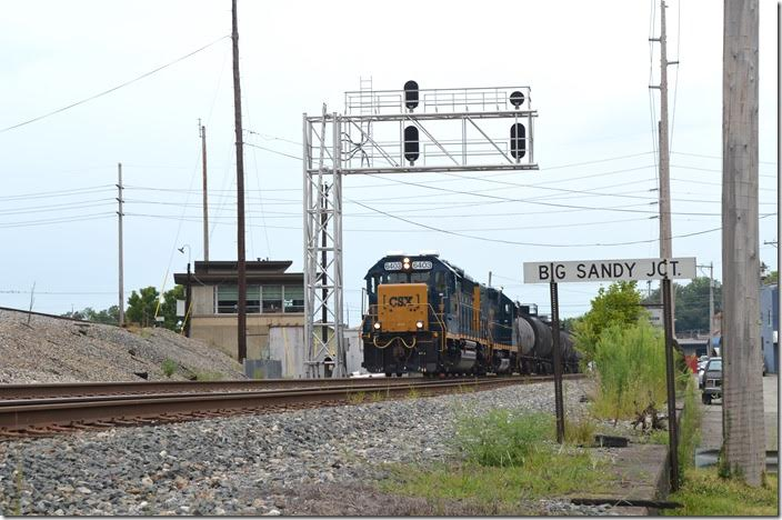Local H904-06 comes west behind CSX 6403-2229 with 2 loads and 18 empties. These are cars from Marathon Petroleum's refinery or Calgon Corp. Big Sandy Jct.