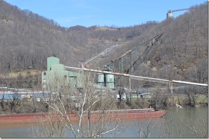 Mammoth Coal Co. Cannelton operation on north side of the Kanawha River beside US 60.