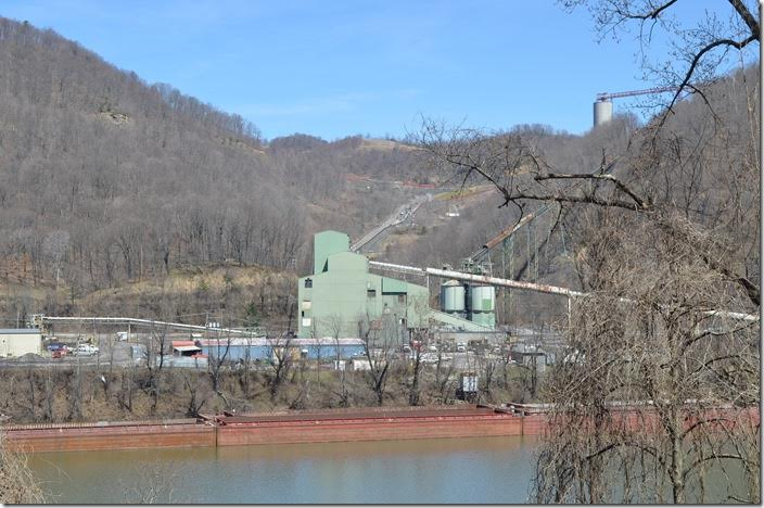 The big green structure is the preparation plant. Mammoth Coal Co. Cannelton.